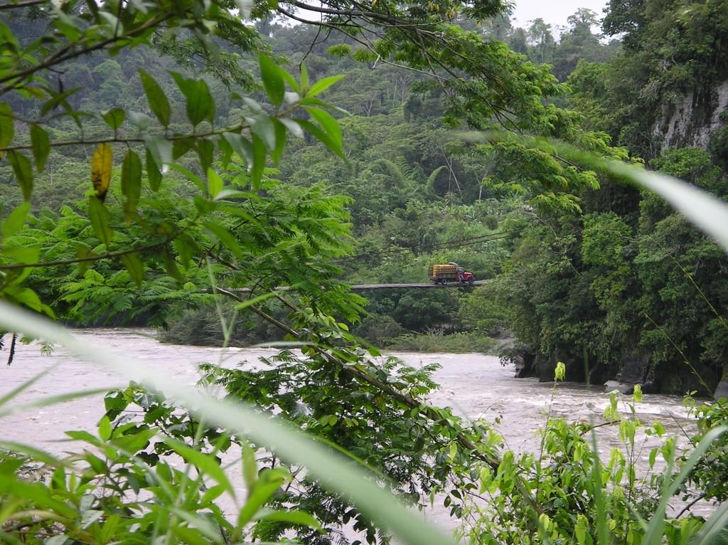 Ecuador_bridgeoverthePastazas2